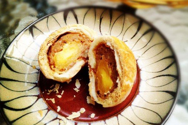 蛋黄鲜肉月饼的家常做法_蛋黄鲜肉月饼的做法大全