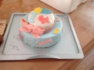 娃周岁的翻糖生日蛋糕