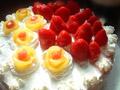 黄桃花朵生日蛋糕