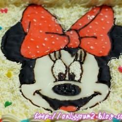 手绘酸奶慕斯蛋糕