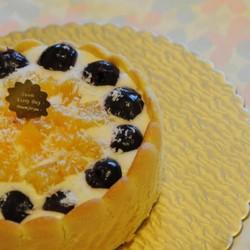 围边黄桃慕斯蛋糕