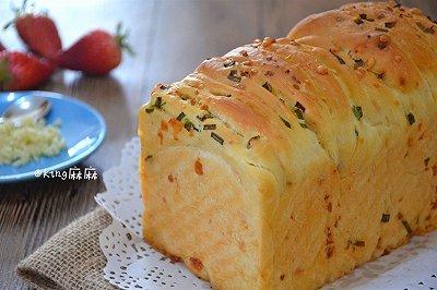 蒜香乳酪手撕面包