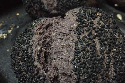 低能量黑芝麻全麦面包