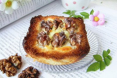 核桃沙拉�h面包