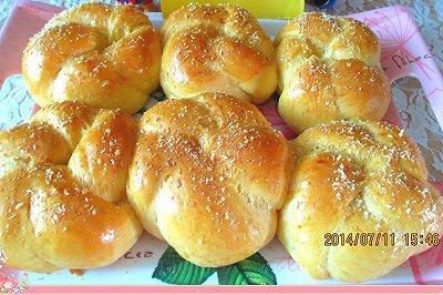 西瓜汁椰蓉花面包