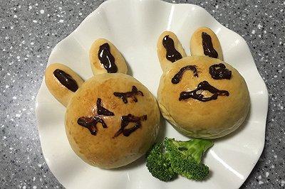 小兔兔豆沙面包