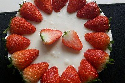 草莓酸奶慕斯蛋糕