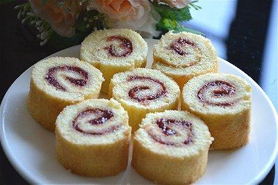 原味戚风蛋糕卷(草莓