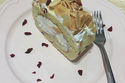 杏仁蔓越莓蛋糕卷