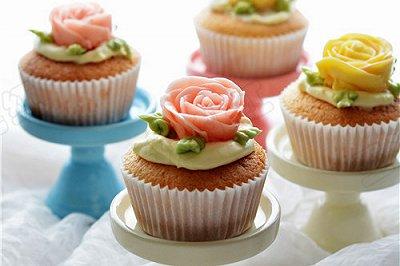玫瑰花儿奶油小蛋糕