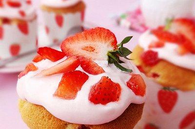 草莓纸杯蛋糕