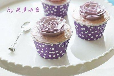 奶油霜紫色杯子蛋糕