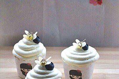 可爱蜜蜂纸杯蛋糕