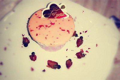 玫瑰花奶油杯子蛋糕